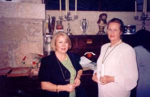 Con Mª Victoria Atencia. 1998